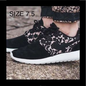 7.5 NIKE ROSHE ONE LIB QS WOMEN NEW
